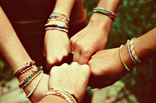 hands_friendship_bracelets